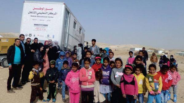 المركز التعليمي المتنقل.. شاحنة تنقل العلم والأمل إلى المناطق المهمشة
