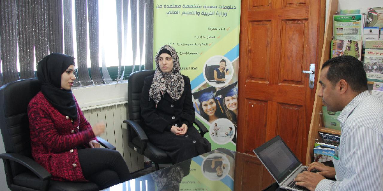 ذوو الاحتياجات الخاصة يجدون سبيلاً لتطوير خبراتهم في مركز التعليم المستمر بجامعة القدس المفتوحة