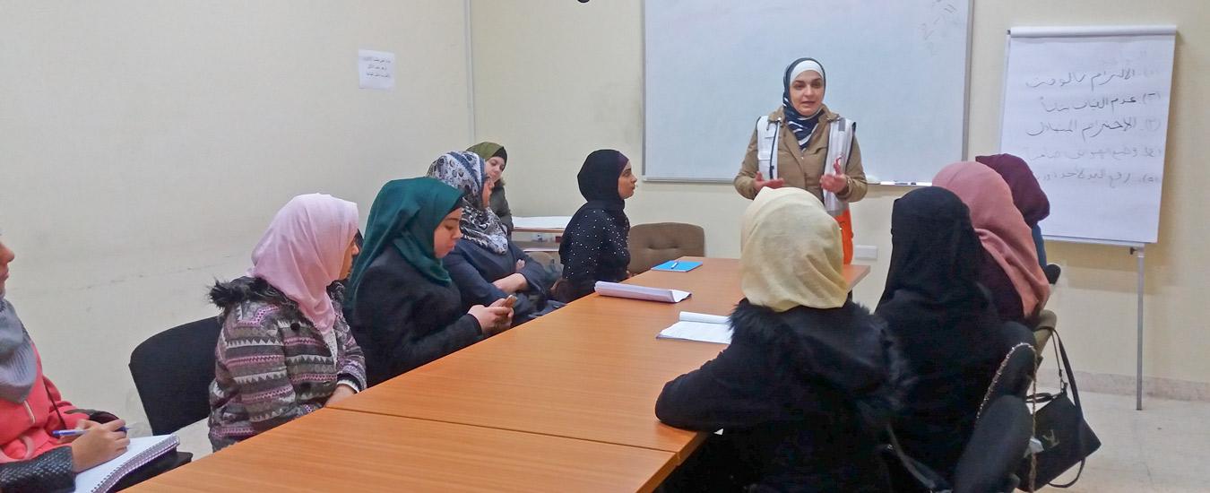 نابلس: اختتام دورة لغة الإشارة الفلسطينية بالشراكة مع جمعية الهلال الأحمر والتعليم المستمر